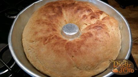 tortano-napoletano-con-lievito-di-birra-infornato