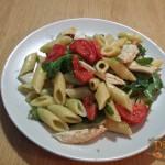 Insalata di Pasta con Pesto Pollo e Pomodorini