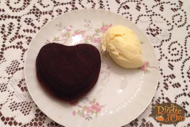 tortino-al-cioccolato-dal-cuore-morbido-cotto