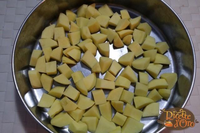 Salsicce-e-patate-al-forno01