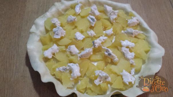 Torta-salata-patate-gorgonzola-prosciutto-cotto-farcitura2