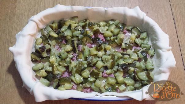 torta-salata-con-zucchine-farcitura