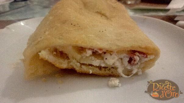 Pizza Fritta Salame e Ricotta